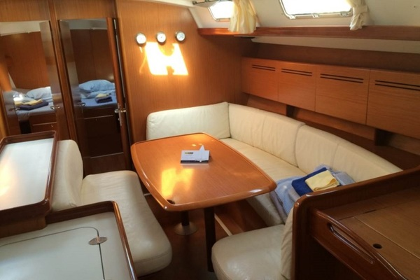 Beneteau Cyclades 50 - Moonbreeze -Medsail-Malta- Malta Charters - Saloon