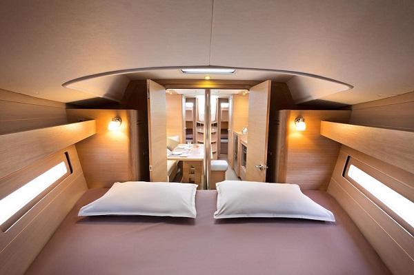Dufour 382 - medsail- Pleasant Company Forward cabin